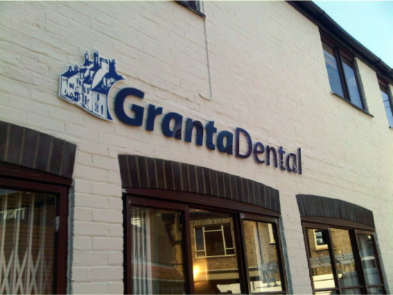 Granta Dental Close-up Side - Illuminated 3D Letters