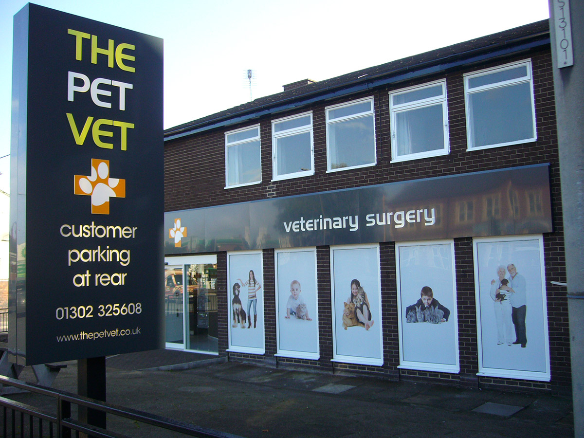 The Pet Vet - Totem Sign